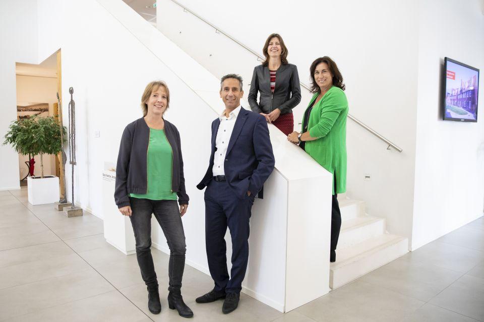 Vlnr. Hilde Blank, Hassan Najja, Marja Appelman, Hester van Buren