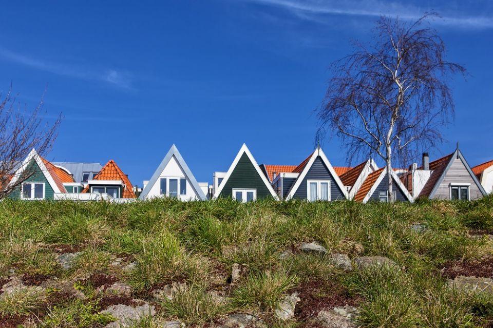 Voorbeelden van woonmilieus die 'passen als een jas' bij specifieke doelgroepen. Hoorn, Westerdijk, stedelijk wonen aan het water. Foto Pieter Musterd